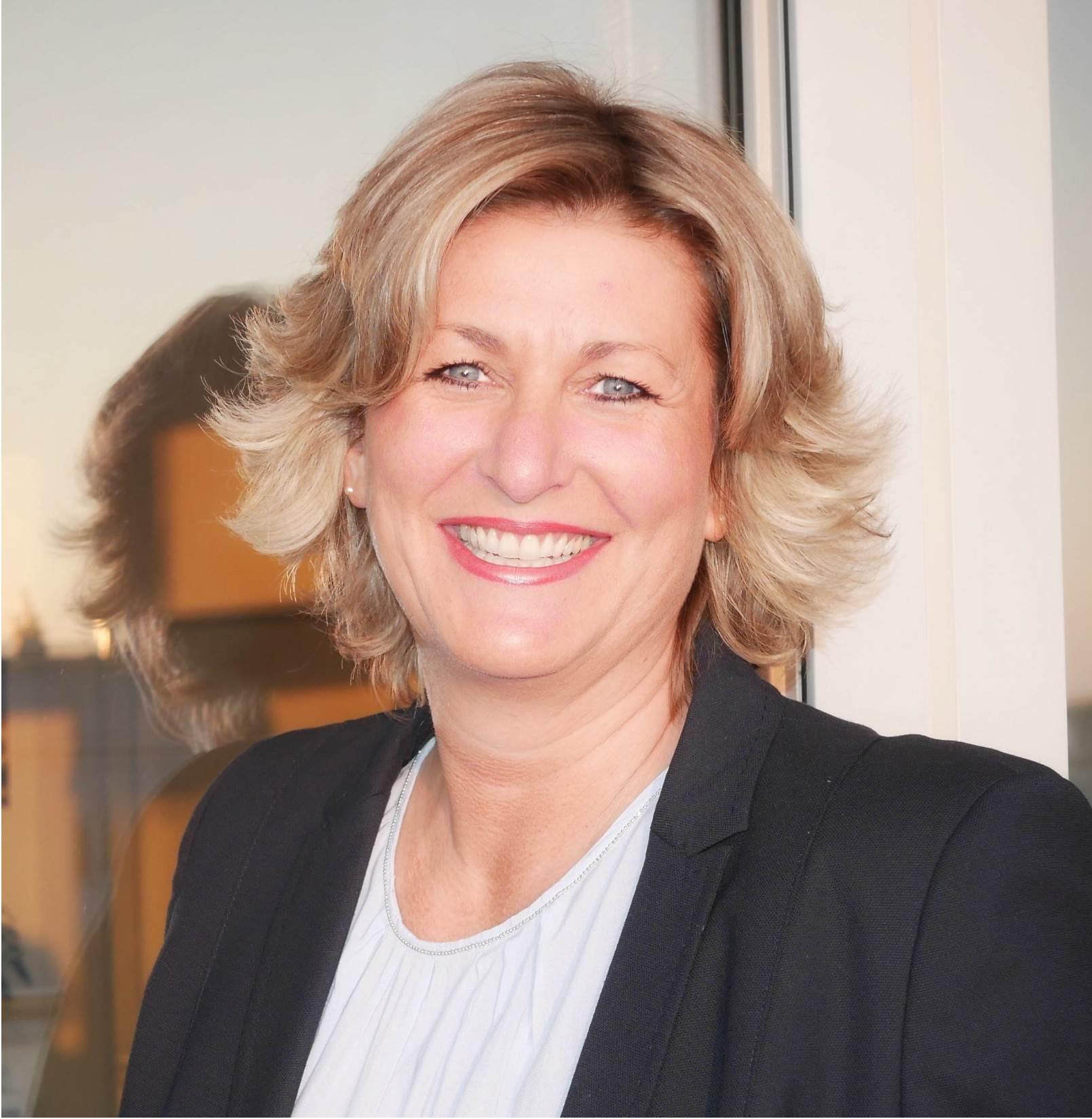 Stefanie Lindo
